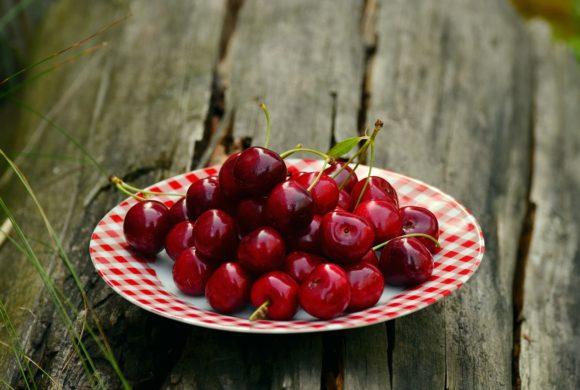 Chocolate Cherry Energy Bites | Juice Plus +